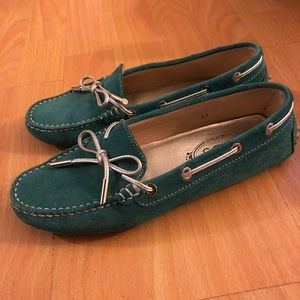 Tod's green loafers sneakers
